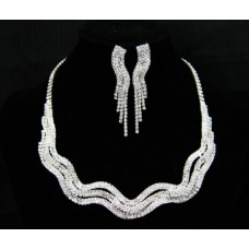 591453-101 Clear in Silver Necklace set