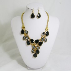511154-202 black in gold necklace