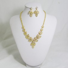 511160 clear in gold necklace