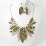 891055 Brown Necklace