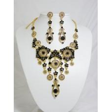 511110-202 Black Necklace Set in Gold